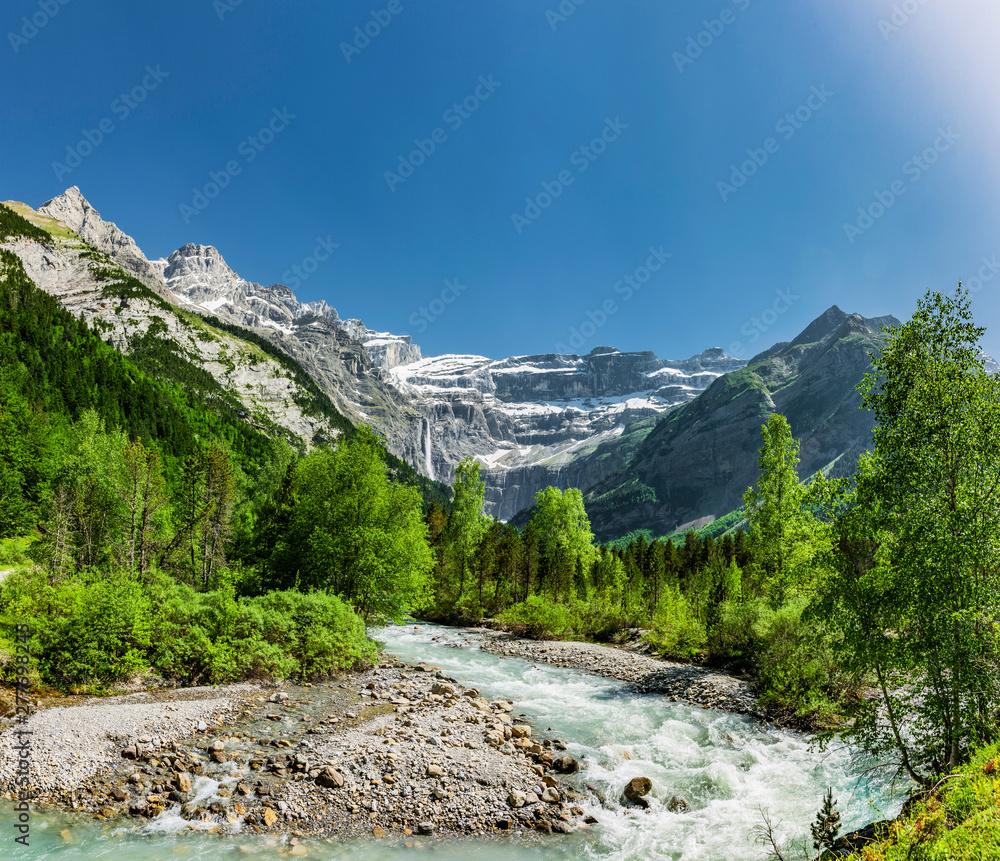 Fototapety, obrazy: Fluss Cirque de Gavarnie in den Hautes-Pyrénées Frankreich