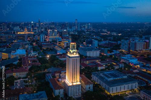 Montage in der Fensternische Blaue Nacht Aerial of Austin Texas