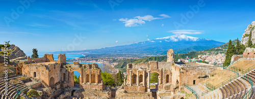 Fototapeta Ancient Greek theatre in Taormina on background of Etna Volcano, Italy