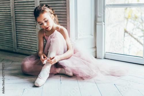 Leinwand Poster Young classical ballet dancer girl in dance class