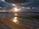 Morze zachód słońca - plaża sztorm burza