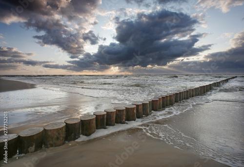 Morze zachód słońca - falochron Fototapet
