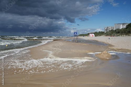 Obraz Morze plaża sztormowa - Dziwnówek Dziwnowo - fototapety do salonu