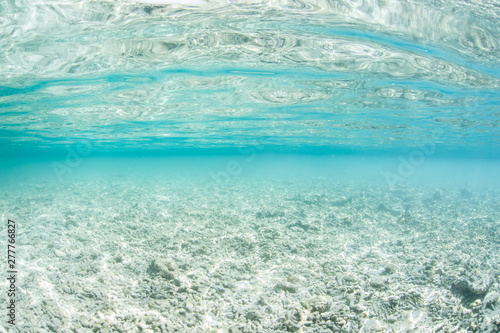 Photo A completely destroyed coral reef is now rubble and sand in Raja Ampat, Indonesia
