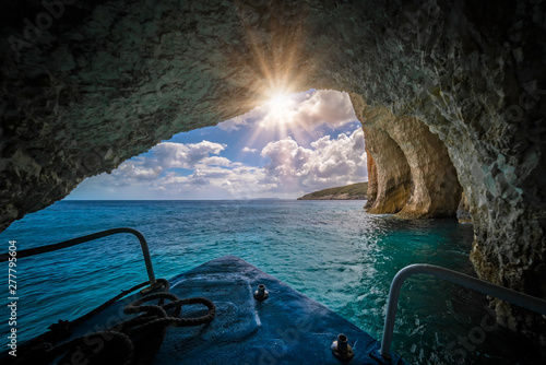 Poster Cote Tourist boat sailing inside the Blue Caves