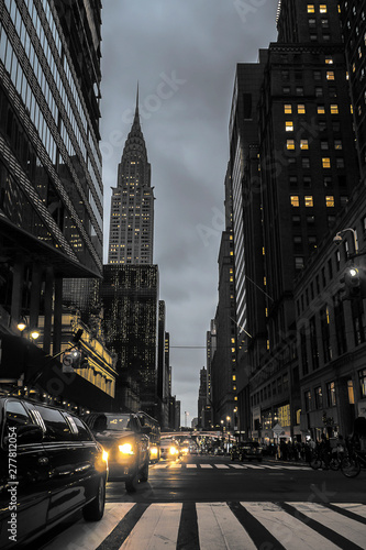 Fotomural  New York City Street At Night With Empire State Building Urban Scene