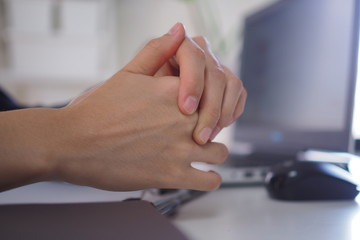 Female businessmen have bent fingers And cannot return straight after using the computer for a long time. Trigger Finger concept