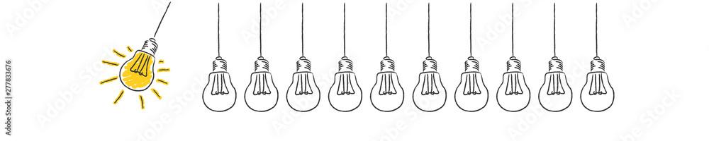 Fototapeta Panorama Banner Pendel aus Glühbirnen Idee Innovation