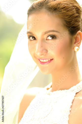 Photo Beautiful sensual bride woman in white dress