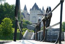 Ouverture D'une écluse Du Canal Rideau. Bâtiment