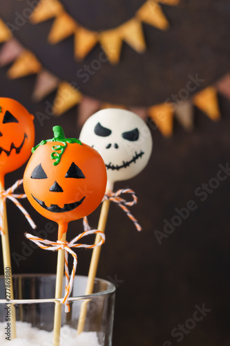 Cake pops for Halloween. Spooky sweet chocolate monsters.