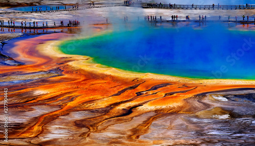 Foto Grand Prismatic Spring Yellowstone National Park Tourists Viewing Spectacular Sc