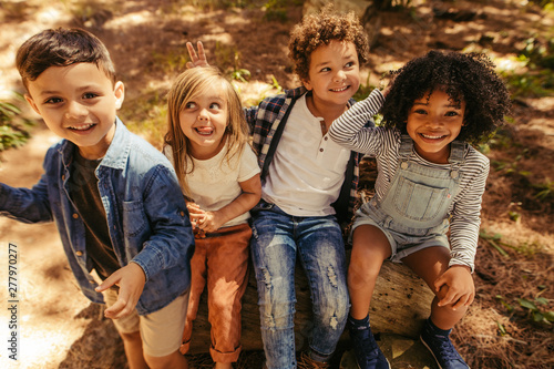 Foto  Children having fun in forest