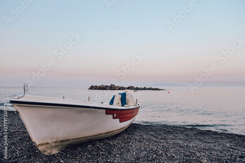 Foto auf Gartenposter Santorini Santorini in the early morning, Cyklades, Greece. Boat at the beach.