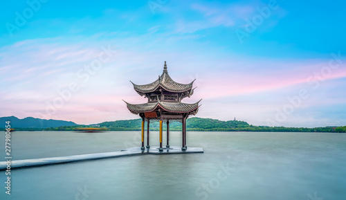 Poster Artistique The Ancient Architectural Landscape of West Lake in Hangzhou..