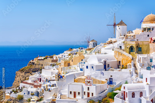 Foto auf Gartenposter Santorini Traditional white architecture with windmills in greek picturesque Oia village on Santorini island, Greece.
