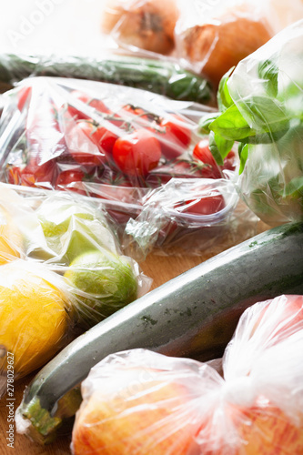 Stickers pour porte Pierre, Sable single use plastic waste issue. fruits and vegetables in plastic bags