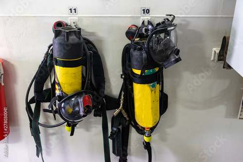 Photo botellas de aire comprimido con máscara de aire comprimido para incendios o zona