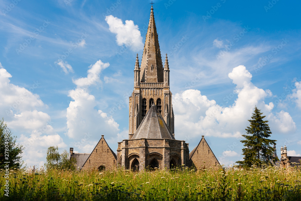 Fototapety, obrazy: Sint Jacobskerk (Saint Jacob's Church) below hill at Ieper, Belgium