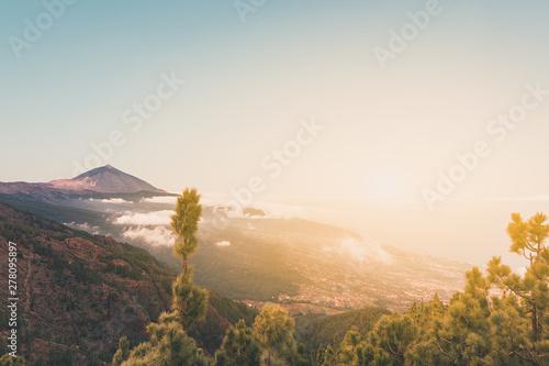 Fotografia  pico del teide, mountain above the clouds, Tenerife, Spain