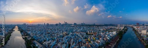 Foto  Sunset panorama of Ho Chi Minh City (Saigon) Vietnam from district 7 with canal