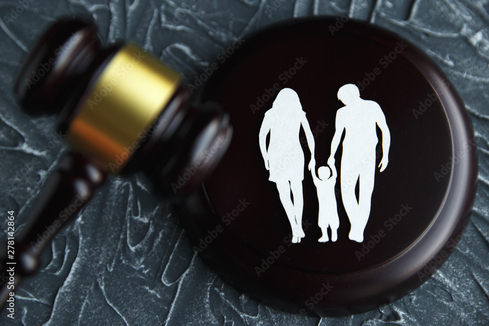 Fototapety, obrazy: Family figure and gavel on table. Family law concept