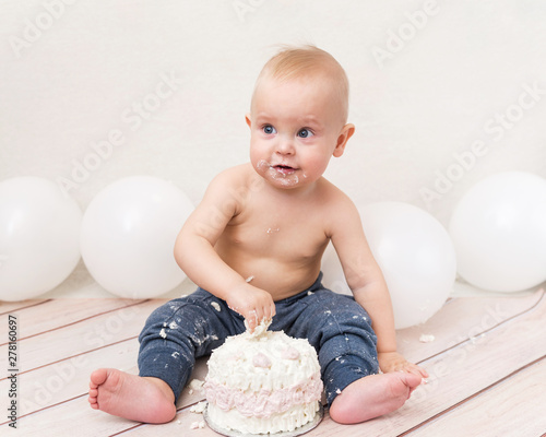 Admirable One Year Baby Birthday Party Baby Eating Birthday Cake The Happy Funny Birthday Cards Online Inifofree Goldxyz