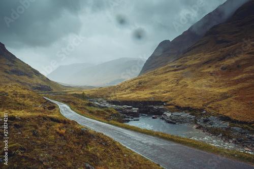 Photo  Beautiful scenic road in Glen Etive, Glen Coe Scotland