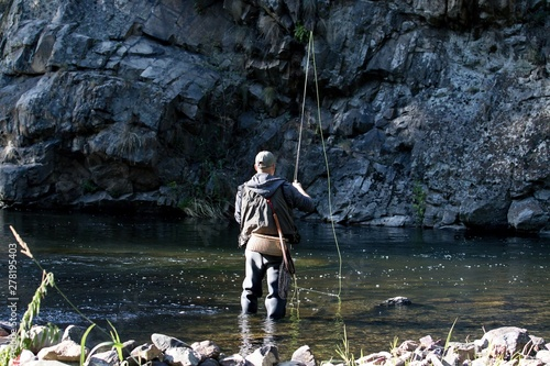 Canvastavla fisherman standing in the river and fly fishing
