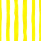 Akwarela żółte paski wzór na białym tle. Kolorowy jasny niekończący się nadruk z pionowymi teksturowanymi liniami, geometryczny styl vintage. Klimat wakacji na tekstylia, projektowanie kart - 278218676