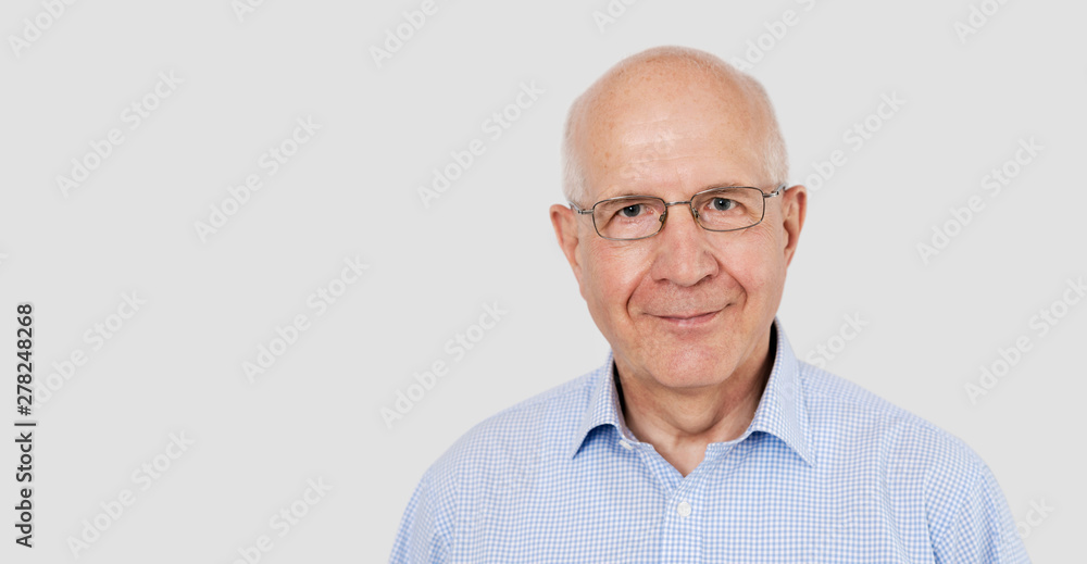 Fototapety, obrazy: Portrait of senior man with glasses