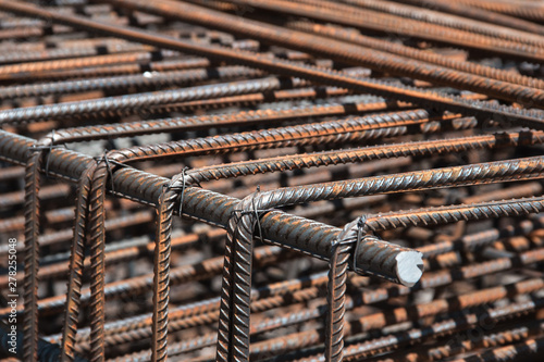 Fotografia Steel rebar for reinforcement concrete for pouring the concrete base of the building
