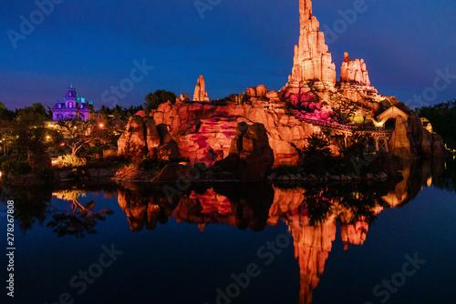 Montage in der Fensternische Schwarz Disneyland Paris Frontierland at night