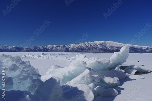 Valokuva  frozen over, Lake Kussharo in Hokkaido, Japan 御神渡り屈斜路湖 北海道