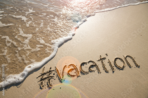 Modern travel message for the beach with a social media-friendly hashtag written Fototapet