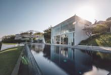 Modern Luxury Villa With Huge ...