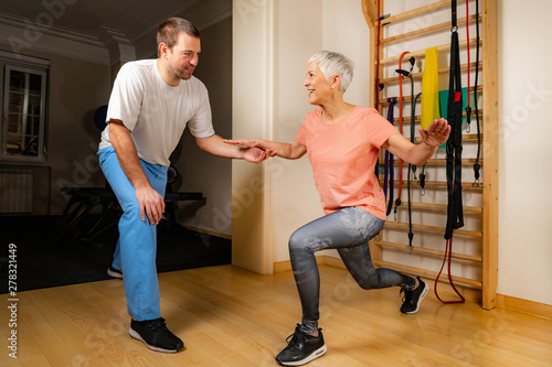 Senior Woman Doing Lunges Canvas-taulu