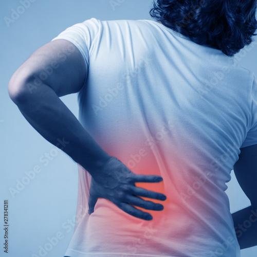 Fotografía  Man suffering from acute pain in spine back