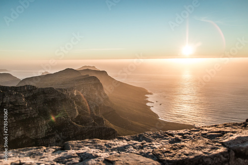 Poster Marron chocolat Table Mountain at Sunset in Cape Town, South Africa