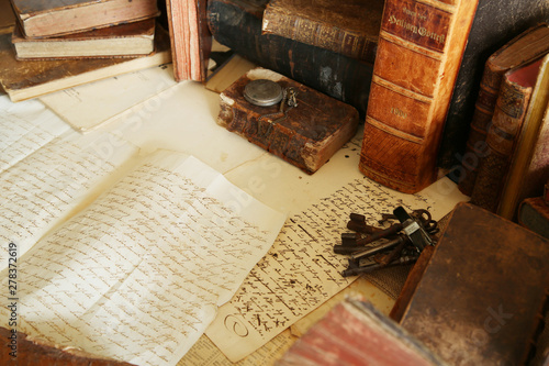 antique desk; workspace with old books and handwriting Canvas-taulu