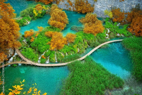 Foto auf AluDibond Grun Beautiful wooden path trail for nature trekking with lakes and waterfall landscape in Plitvice Lakes National Park, UNESCO natural world heritage and famous travel destination of Croatia.