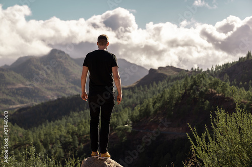 Foto auf Gartenposter Rosa dunkel Happy young tall man from behind standing and enjoying life in the mountains of gran canaria, canary islands, spain