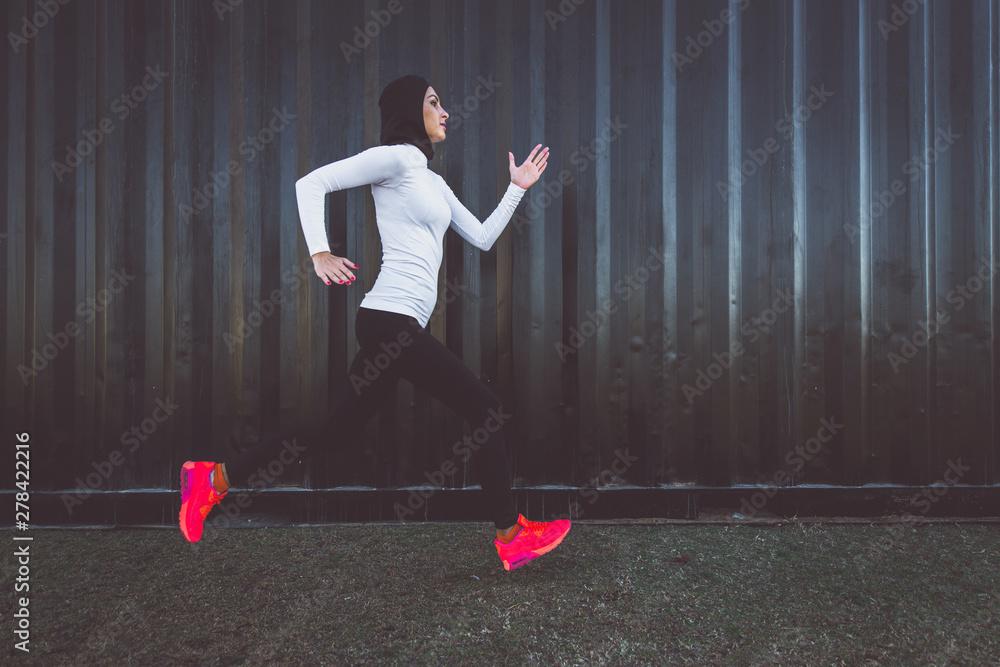 Fototapety, obrazy: Arabic woman runner, making some urban running