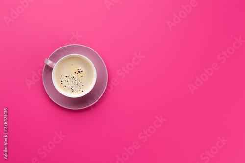 Foto auf Gartenposter Kaffee Purple coffee cup over purple background