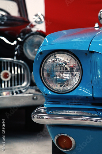 In de dag Vintage cars macro shooting car headlights
