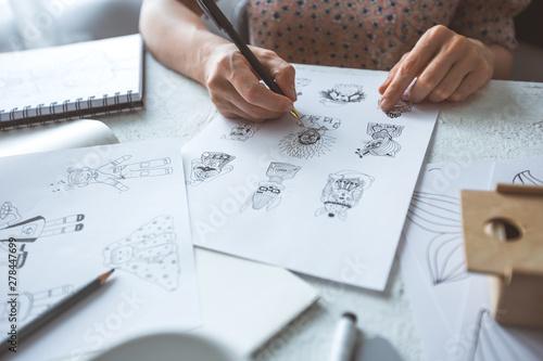 Fotografía  Animator designer draws sketches of various characters