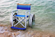 Sedia A Rotelle In Spiaggia Pe...