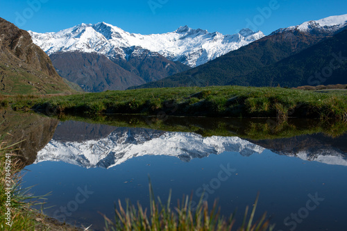 Photo Stunning natural scenery in Mount Aspiring national park beneath the Southern Al