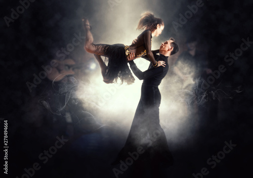 Photo Pair of dancers dancing ballroom