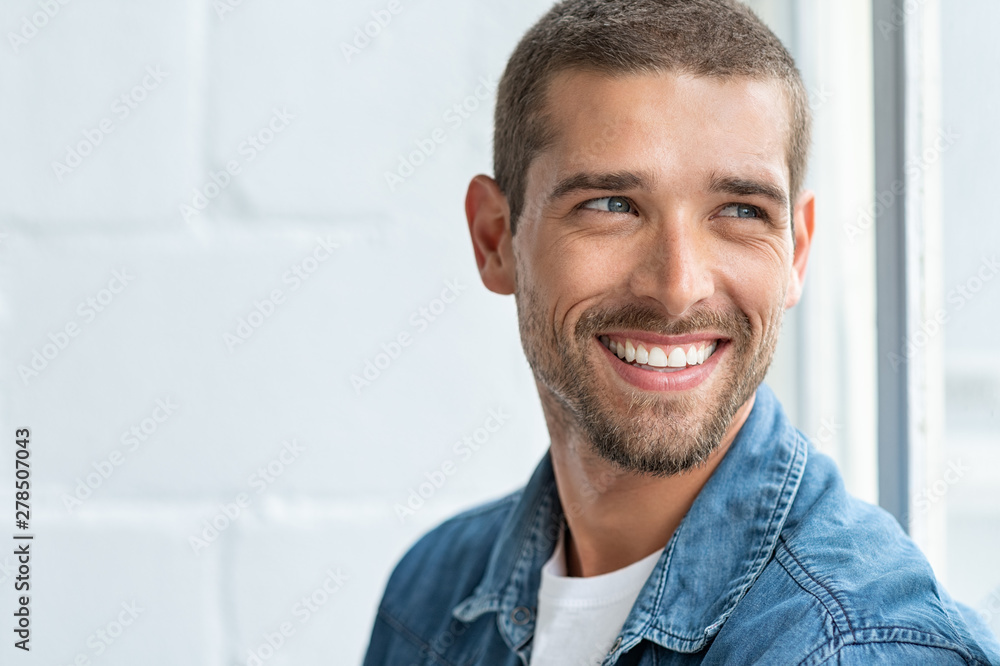 Fototapety, obrazy: Happy smiling man looking away